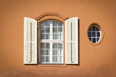 Ventanas ornamentales hermosas Fotografía de archivo libre de regalías