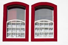 Ventanas rojas Fotos de archivo libres de regalías