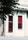 Ventanas rojas grandes Fotos de archivo libres de regalías
