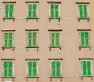 Ventanas verdes foto de archivo