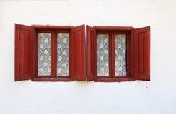Ventanas viejas con los obturadores Fotografía de archivo libre de regalías