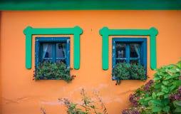 Ventanas viejas del colorfull Fotografía de archivo libre de regalías