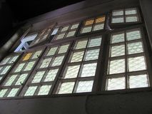 Ventanas viejas en el buildingold Imágenes de archivo libres de regalías