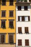 Ventanas viejas en Toscana, Italia fotografía de archivo libre de regalías