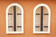 Ventanas viejas gemelas de madera y del metal Foto de archivo libre de regalías