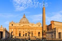Ventanas viejas hermosas en Roma (Italia) fotos de archivo