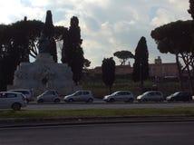 Ventanas viejas hermosas en Roma (Italia) Imagen de archivo