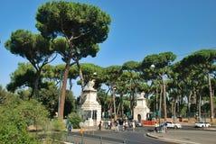 Ventanas viejas hermosas en Roma (Italia) Fotografía de archivo libre de regalías