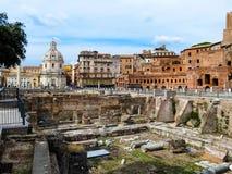 Ventanas viejas hermosas en Roma (Italia) Foto de archivo libre de regalías