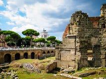Ventanas viejas hermosas en Roma (Italia) Imágenes de archivo libres de regalías