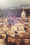 Ventanas viejas hermosas en Roma (Italia) imagenes de archivo