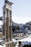 Ventanas viejas hermosas en Roma (Italia) 26 de febrero de 2018 Roman Forum después de la nieve rara en la capital italiana Imagen de archivo libre de regalías