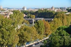 Ventanas viejas hermosas en Roma (Italia) Visión panorámica septiembre Fotos de archivo