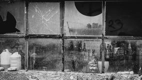 Ventanas viejas quebradas Foto de archivo libre de regalías