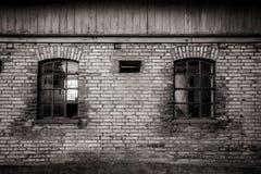 Ventanas viejas sucias del granero Fotos de archivo