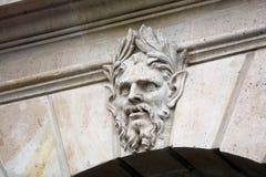 Ventanas y detalles de los balcones de la arquitectura de París en arte arquitectónico de la ciudad francesa en Europa imagen de archivo libre de regalías