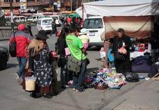 Ventas de la calle en el centro de La Paz, Bolivia imagen de archivo