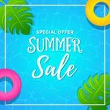 Vente d'été d'offre spéciale avec le fond de piscine Images libres de droits