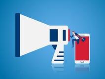 Vente de Digital et concept de la publicité Homme d'affaires apparaissant du téléphone intelligent et à l'aide du mégaphone indiq Image stock