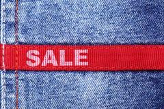 Vente de jeans photo stock