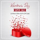 Vente de jour de valentines avec la boîte rouge ouverte de forme de coeur sur un fond blanc Images libres de droits