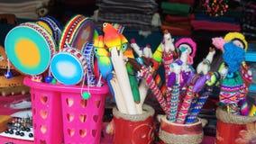 Vente de métiers à un magasin de métier dans le Pasaje Artesanal dans le centre ville Banos est situé sur les collines du nord du photos stock