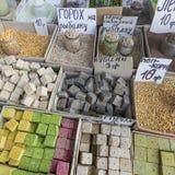 Vente de marché d'épices en Ukraine Les prix à payer sur chaque produit photo stock