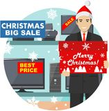 Vente de Noël et d'an neuf Directeur, vendeur dans le chapeau de Santa Claus dans le magasin sur le fond des étagères avec Image libre de droits