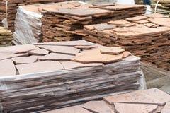 Vente de pierre naturelle pour le revêtement et la construction photo stock