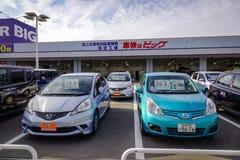 Vente de vieilles voitures à Sakaide, le Japon photos libres de droits