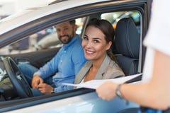 Vente de voiture image stock