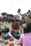 Vente des épices et des herbes à un marché traditionnel dans Lombok Indonésie Photographie stock