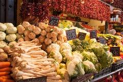 Vente des légumes sur le marché à Budapest, Hongrie Images libres de droits