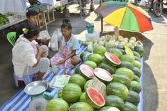 Vente des melons frais en Thaïlande Image stock