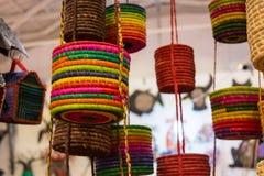 vente des paniers colorés etnic de coton d'Afrique Photo stock