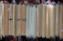 Vente des perles en Chine Photos libres de droits