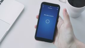 Vente du bitcoin utilisant le smartphone APP banque de vidéos