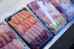 Vente du sashimi sur le marché Photographie stock