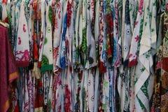 Vente spéciale pour des robes à Rome image stock