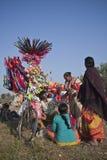 Venters die ballons en speelgoed in Nepal verkopen Stock Afbeeldingen