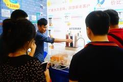Ventes d'exposition des dispositifs de purification d'eau image stock