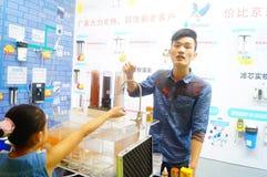 Ventes d'exposition des dispositifs de purification d'eau images stock