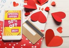 Ventes d'Internet de Saint Valentin et achats en ligne Photos libres de droits