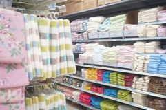 Ventes de serviette dans le supermarché Image stock