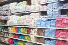 Ventes de serviette dans le supermarché Photo stock