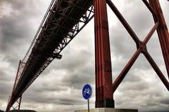 venticinquesima April Bridge a Lisbona un giorno nuvoloso Immagini Stock Libere da Diritti