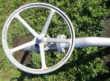 ventil för den stängande och öppnande rörledningen av industrianläggningen c Royaltyfri Fotografi
