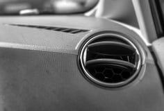 Ventilación del aire en el cierre del coche blanco y negro Imagen de archivo
