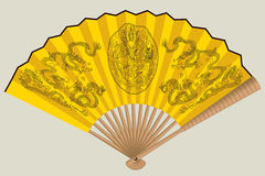 Ventilador chinês amarelo com dragões Fotografia de Stock