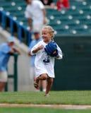 Ventilador de béisbol femenino joven emocionado Imágenes de archivo libres de regalías